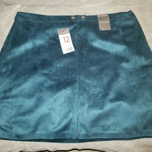 NWT: Hunter Green faux suede mini skirt
